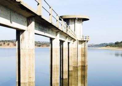 Vigia Dam, Alentejo, Portugal. © mrfotos / Shutterstock