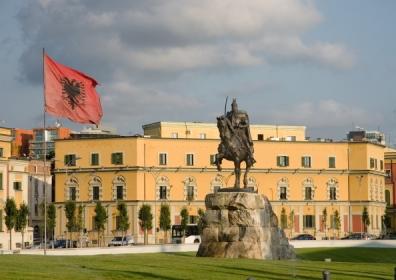 Skandebeg Square, Tirana © Shutterstock / ollirg